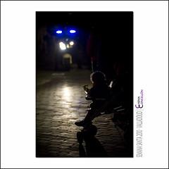 Ya vienen a por m (Chema Concellon) Tags: chemaconcelln semanasanta valladolid 2010 yavienenaporm easter hollyweek vienenaporm noche nocturna night contraluz backlight policamunicipal polica moto motorista silla nio infancia infantil infante gente people espectador pblico pueblofiel adoquinado calle claroscuro celebracin procesin tradicin religin devocin costumbre cultura rito ritual castilla castillaylen espaa spain europa europe azul blue focos