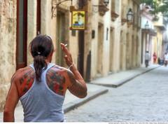 288 - Havana street (Ata Foto Grup) Tags: street man tattoo back cigarette havana cuba vieja habana cursing curse sokak küba cadde sırt dövme döğme