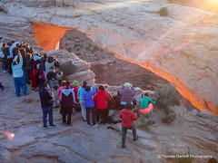 Mesa Arch sunrise crowd (Thomas DeHoff) Tags: mesa arch utah sunrise crowd canyonland national park