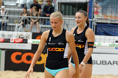 GO4G7014_R.Varadi_R.Varadi (Robi33) Tags: action ball beachvolleyball court block international play sand victory game player sport summer competition show umpire viewers basel switzerland