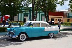 Coche clsico o almendrn, Bayamo, Cuba. (heraldeixample) Tags: heraldeixample cuba gent people gente pueblo popular bayamo cotxe coche car almendrn republicadecuba classiccar cocheclsico cochedelos50