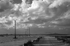 Cruzando al Mar Menor (Fotgrafo-robby25) Tags: byn espumasdesal fujifilmxt1 marmenor nubes salinasyarenalesdesanpedrodelpinatar tendidoselctricos