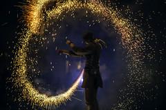 FER_0095 (clubphoto2) Tags: jongleur feu nikon d750 85mm f18 fxphoto bleu orange tincelles