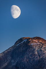 Moon Rise at Sunset (Loren Mooney) Tags: outdoors moon moonrise sunset landscape mountain beauty mountains outdoor outside