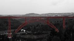 symtrie du viaduc de garabit - symmetry of the Garabit viaduct (serial n N6MAA10816) Tags: desaturation pont bridge nb bw rouge red