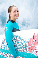 Julia, looking for the perfect wave ! (HuNosBlues) Tags: mnchen julia eisbachwelle suring wave munich surfergirl board lifeonboards city surfboard waves riversurfing eisbach eisbachwave