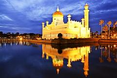 Sultan Omar Ali Saifuddin Mosque (automidori) Tags: reflection building horizontal architecture photography mosque traveling brunei sultanomaralisaifuddinmosque