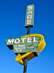 Sage Motel, Farmington, NM (Robby Virus) Tags: newmexico sign tv neon air motel sage arrow vacancy phones farmington refrigerated