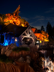 "Splash Mountain - Disneyland • <a style=""font-size:0.8em;"" href=""http://www.flickr.com/photos/85864407@N08/8222658580/"" target=""_blank"">View on Flickr</a>"