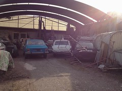 Linz (austrianpsycho) Tags: old cars linz alt trmmer oldtimer autos dach werkstatt zeug pkws wracks friedhofstrase