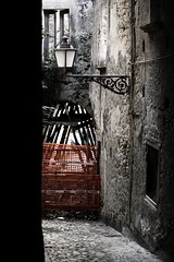 (RedFlake) Tags: calabria lampioni finestre centrostorico amantea