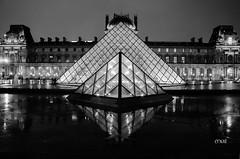 Le louvre (maina29) Tags: bw paris pyramid louvre le pyramids lelouvre parisbynight