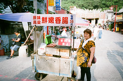 sausage vendor (steve: they can't all be zingers!!! (primus)) Tags: bessar2a bessa primelens primeleicalens film filmcamera beiputaiwan  beiputaiwan taiwan lightroom lightroom6 28mm28 fujifilm fujisuperiaxtra400