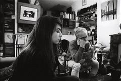 Profil (Sarah Devaux) Tags: tableau vieil homme femme portrait bw profil cheminée soirée intérieur bordeaux saintmichel porte de bourgogne livre books noise argentique nikon f100 50mm 18 chat mitsu