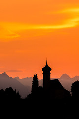 Dalaas, Pfarrkirche hl. Oswald im Abendrot (thunderbird-72) Tags: kirche pfarrkircheheiligeroswald silhouette sterreich austria alps sonnenuntergang abendrot berge orange klostertal dalaas alpen vorarlberg at