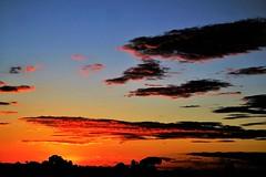 Atardecer (ameliapardo) Tags: atardeceres naturaleza rojo cielo azul nubes puestadesol