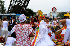 13lap2016 (photo & life) Tags: paris france europe colors photography photolife jfl women girls running parisienne 2016 laparisienne2016 carnaval fujifilm fujinon fujifilmxpro2 fujinonxf35mmf2rwr xpro2 ville city street streetphotography humanistphotography