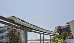Monorail Lime (Ray Horwath) Tags: nikon disney disneyworld nikkor wdw waltdisneyworld dvc contemporaryresort disneytransportation nikkorlens horwath monorails disneyvacationclub disneyscontemporaryresort d700 disneyphotos monoraillime monorailresorts baylaketower rayhorwath disneymonorails nikkor20mmf28lens