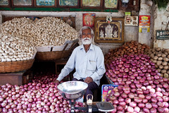 Garlic, Mysore (greenwood100) Tags: food india market onions garlic bulbs karnataka sales mysore selling indiancuisine indiancooking whitebeard markettrader alliumsativum knowyouronions