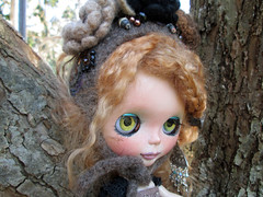 Hope in a tree showing her green chips and Elifin's AMAZING HAT! (jny_jeanpretty) Tags: cindy hat hope la dress rocking custom sowers elifins pierles