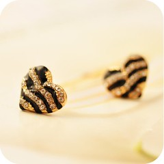 Vintage Zebra-Striped Heart Stud Earrings (Grand.Gofavor.Xie) Tags: heartearrings fashionearrings vintageearring womenearrings gofavorcom topsaleearrings