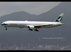 Boeing | 777-367 | Cathay Pacific Airways | B-HNI | Hong Kong | HKG | VHHH (Christian Junker | PHOTOGRAPHY) Tags: china plane canon hongkong eos airport asia aviation cx landing airline 7d boeing arrival heavy 204 cathay hkg 100400mm sar skydeck t2 clk cathaypacific widebody crosswind terminal2 planespotting oneworld cheklapkok cpa b777 hkia triple7 cathaypacificairways hongkonginternationalairport 27508 b777300 b773 vhhh 25r bhni b777367 27508204 christianjunker ahkgap