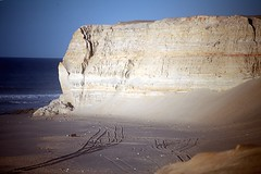 Rock (Dlirante bestiole [la posie des goupils]) Tags: ocean light sea sahara rock coast seaside northafrica morocco maroc dakhla westernsahara saharaoccidental