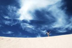 Infinitamente (.chourmo.) Tags: spain honeymoon desert fuerteventura happiness francesca canaryislands spagna deserto corralejo felicit auguricucciola nicopiotto