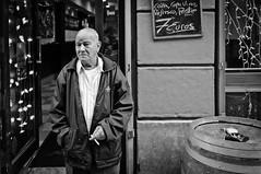 7  (Jontxu Fernandez) Tags: urban fuji candid streetphotography streetportrait bilbao callejeando x100