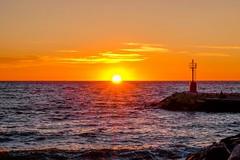 La magia del nuovo giorno (binoguzzi) Tags: alba mare sea sunrise cattolica romagna faro sole sun fuji fujifilm fujixt10 fujinon fujifilmxseries fujixuser xc50230 great magic moments panorama paesaggio litorale acqua cielo