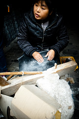 comb maker (-{ ThusOriginal }-) Tags: 2009 china color comb digital giftshop grd3 grdiii people ricoh street thusihaveseen winter woman wuzhen
