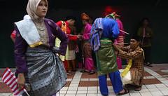 Malaysia 59th National Independence Day (Chot Touch) Tags: merdeka merdekaparade festival parade sehatisejiwa tradisional kualalumpur malaysia streetphotography hijab