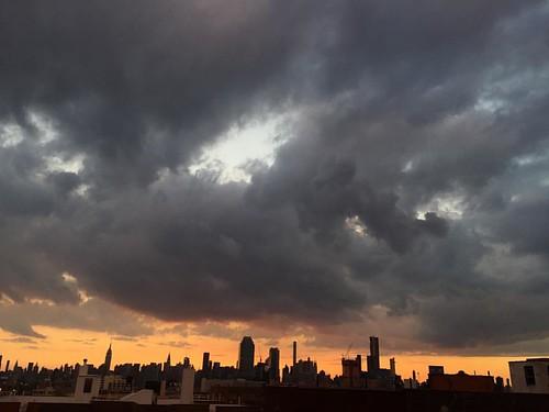 #storm #stormyskies #horizon #nycskyline #silhouette #iphone6 #shotwithiphone6