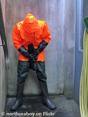 Orange & Green (northseaboy) Tags: gummistiefel gummistvlar gayrubber green grn gummihandschuhe gloves gummireitstiefel wellies wellingtonboots waders watstiefel rubberboots rain rubber regenzeug regenhose regensachen regen rainwear regenjacke rainpants regnty century s