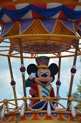 Mickey Mouse (beluzoanni) Tags: mickey mouse parade desfile sun summer heat calor verano wdw waltdisneyworld disney orlando florida sky cielo magic kingdom magia holidays vacaciones vacations trip travel nikon colors viaje love dreams