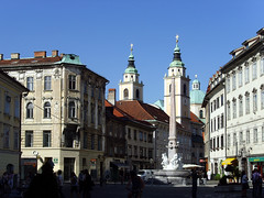 Ljubljana, Slovenia - The Robba Fountain (johnnysenough) Tags: 40 ljubljana robbafountain robbovvodnjak republikaslovenija slovenia slovenije slovnie eslovenia slowenien europe eu capitalcity historicbuildings 100citiesx1trip travel snv34850 johnnysenoughhepburn
