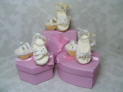 Fun Pic - Dollstown 7yr group -Shoe 708S, 709S, 710S (Kim Zentner) Tags: pink shoes doll handmade tessa grapefruit kaye wiggs pinkgrapefruit dollshoes oct13 dollstown dollshe iplehouse kayewiggs bjddollshoes