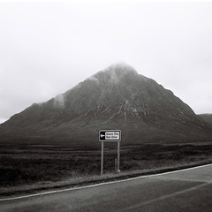 kodak cresta 6 (rsneddon) Tags: road uk blackandwhite bw mountain 120 film sign misty scotland kodak tx 120film 400 glencoe brownie arrow filmcamera glenetive a82 kodaktx400 kodakcresta