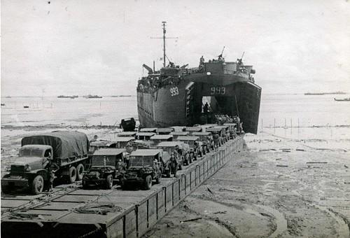 history beach island war pacific jeeps ships battle landing borneo soldiers trucks invasion lst 353 993 lwb tarakan gmccckw