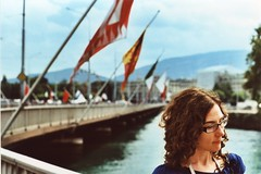 ginevra portrait (Dott. Nero) Tags: bridge portrait lake lago switzerland xpro lomography cross suisse geneve pentax takumar crossprocess lac super flags ponte crossprocessing processing spotmatic 100 f18 process 55 svizzera leman ginevra ritratto 1000 bandiere