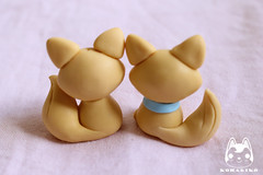 Um par de raposinhas (N. Tanaka) Tags: cold animal biscuit bow fox porcelain fria porcelana laço raposa