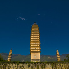 The Three Pagodas Of San Ta Si Monastery In Dali, Yunnan Province, China (Eric Lafforgue) Tags: china travel vacation sky color colour tower history architecture square temple photography pagoda asia day outdoor religion buddhism nobody nopeople tourist copyspace 中国 yunnan dali kina chin cina thepast chine xina traditionalculture 中國 eastasia 중국 placeofworship chineseculture tiongkok الصين chiny סין kína çin colorpicture placeofinterest yunnanprovince traveldestination colourimage китай 中華人民共和国 trungquốc builtstructure eastasianculture čína چین จีน kitajska tsina chongshengtemple चीन չինաստան ჩინეთი כינע κίνα traditionallychinese кина a0007193