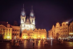 A night at the Old Town Square (Staromstsk nmst) (beyondhue) Tags: staromestske namesti old town square night dark sky tynsky chram cathedral st tyn beyondhue architecture pavement sidewalk people crowd gothic style travel tourist prague praha czech republic