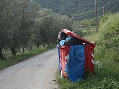 Acone_e-m10_1005065271 (Torben*) Tags: rawtherapee olympusomdem10 olympusm1442mmf3556iir italien italy toskana tuscany urlaub acone muelltonne trashcontainer muell trash