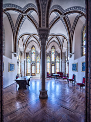 Sala-palacio-episcopal-Astorga-SNS (kanzer16) Tags: sony voigtlander ilce7r sonya7r superwideheliar15mmf45iii colors naturallight colores vidrieras luznatural architecture arquitectura