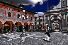 The lady Landa Ludmilla Mafalda Gertrude Vespucci Saltinguerra walks along Ducale square (Marco Trovò) Tags: marcotrovò hdr canoneos5d vigevano pavia italia italy city città strade street case house palazzi building piazzaducale duomodisantambrogio stambrosecathedral square