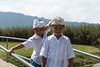 Kinder am Rande der Nyegara Gunung Zeremonie beim Tempel Pura Ulun Danu Bratan in Candikuning (Bedugul) (Poxxel) Tags: bali indonesia asien indonesien 2012 bedugul candikuning baturiti