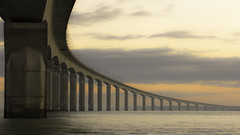 Le pont de l'ile de R (Lucien Vatynan) Tags: bridge sea seascape clouds sunrise canon eos pont larochelle nuages waterscape iledere littoral leverdusoleil rivedoux charentesmaritimes 60d