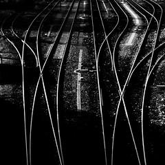 Sind die Weichen richtig gestellt? (fotomanni.de) Tags: bayern eisenbahn struktur sw kontrast oberpfalz gleis weichen furthiwald