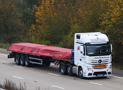 Mercedes Actros new look GN62 CHG (gylesnikki) Tags: white truck artic mp4 2012 charlesgee aerospacedivision